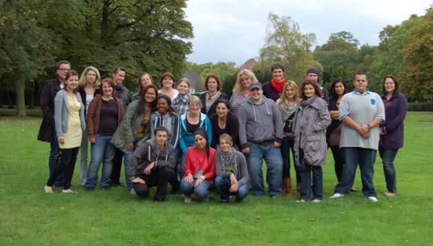 Team der SBK aus Bickendorf steht auf einer grünen Wiese